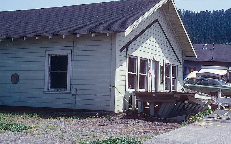Ferndale 1992 - This wood framed house simply shifted off of its unbraced cripple walls.  Cripple walls are the short stud walls supporting the floor above the foundation in a crawlspace.