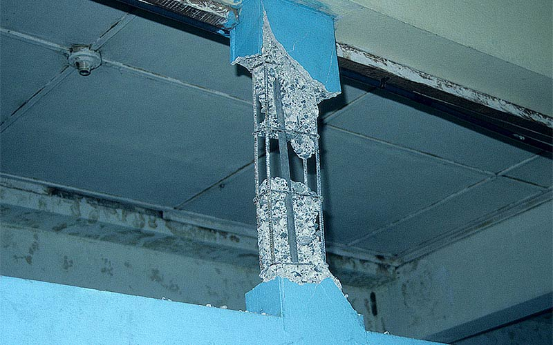 40.	Costa Rica 1991 - A classic example of non-ductile reinforcing detailing in a concrete column.  This damage was found in an elementary school.